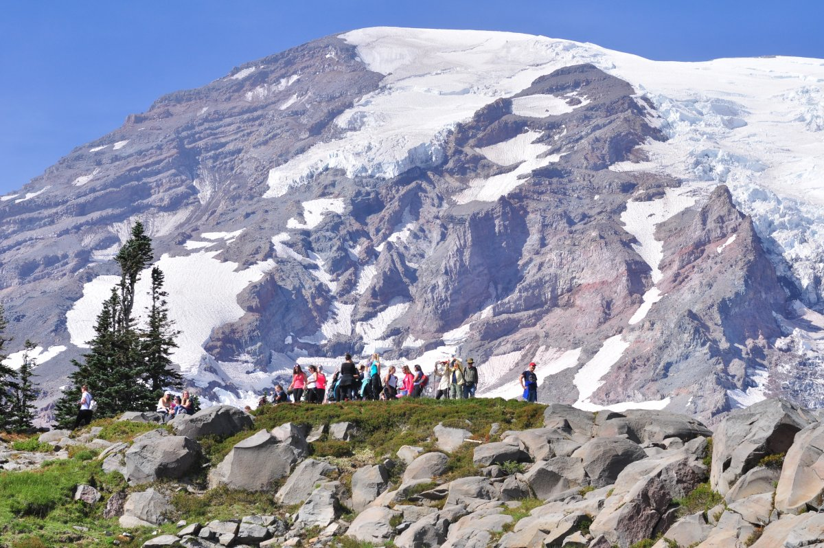 Mount_Rainier_-_Panorama_Point_on_Skyline_Trail_-_September_2017_-_02.jpg.83650992859cb85b203fa7512c66e51a.jpg